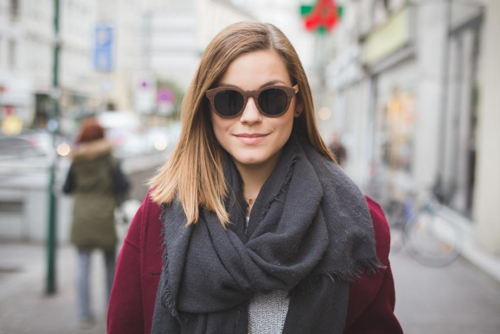© Flo Moshammer / www.goodlifecrew.at Anna-Laura Kummer annalaurakummer outfit zalando rotkäppchen fashion burgund rotweinfarben O'Brians Österreichische Blogger YouTuber Delicate Hearts