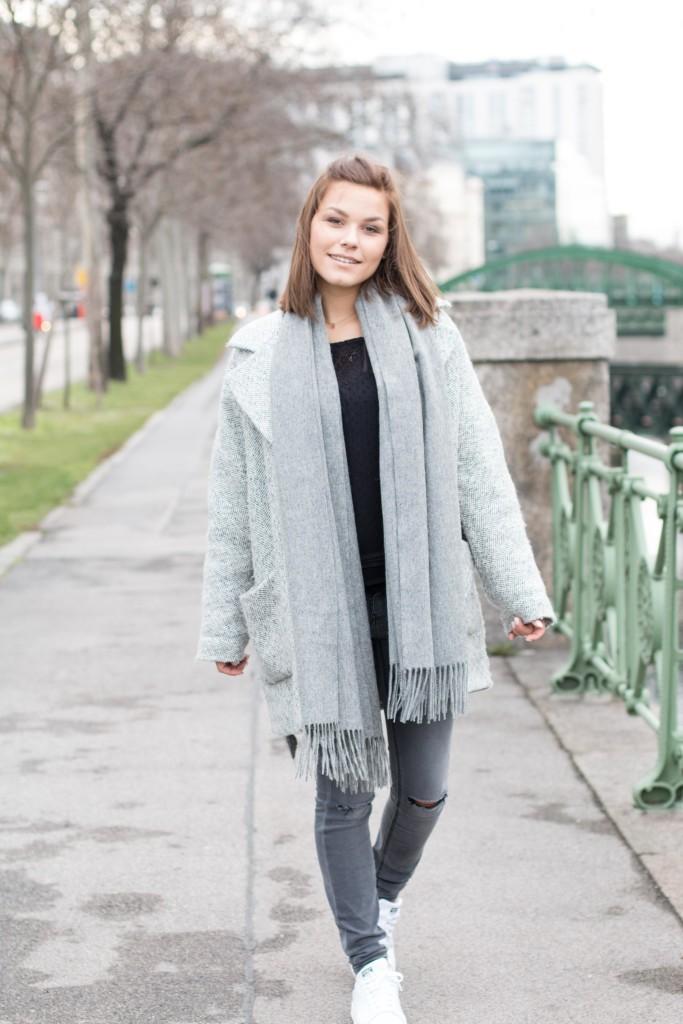 annalaurakummer, anna-laura kummer, outfit, fashion, winter, spring, frühling, adidas stan smith, zalando, grauer Mantel, österreichische blogger