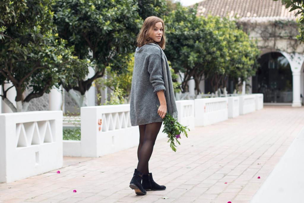 annalaurakummer, anna-laura kummer, outfit, fashion, winter, spring, frühling, Blumen, grau, Weste, Kleid, österreichische blogger