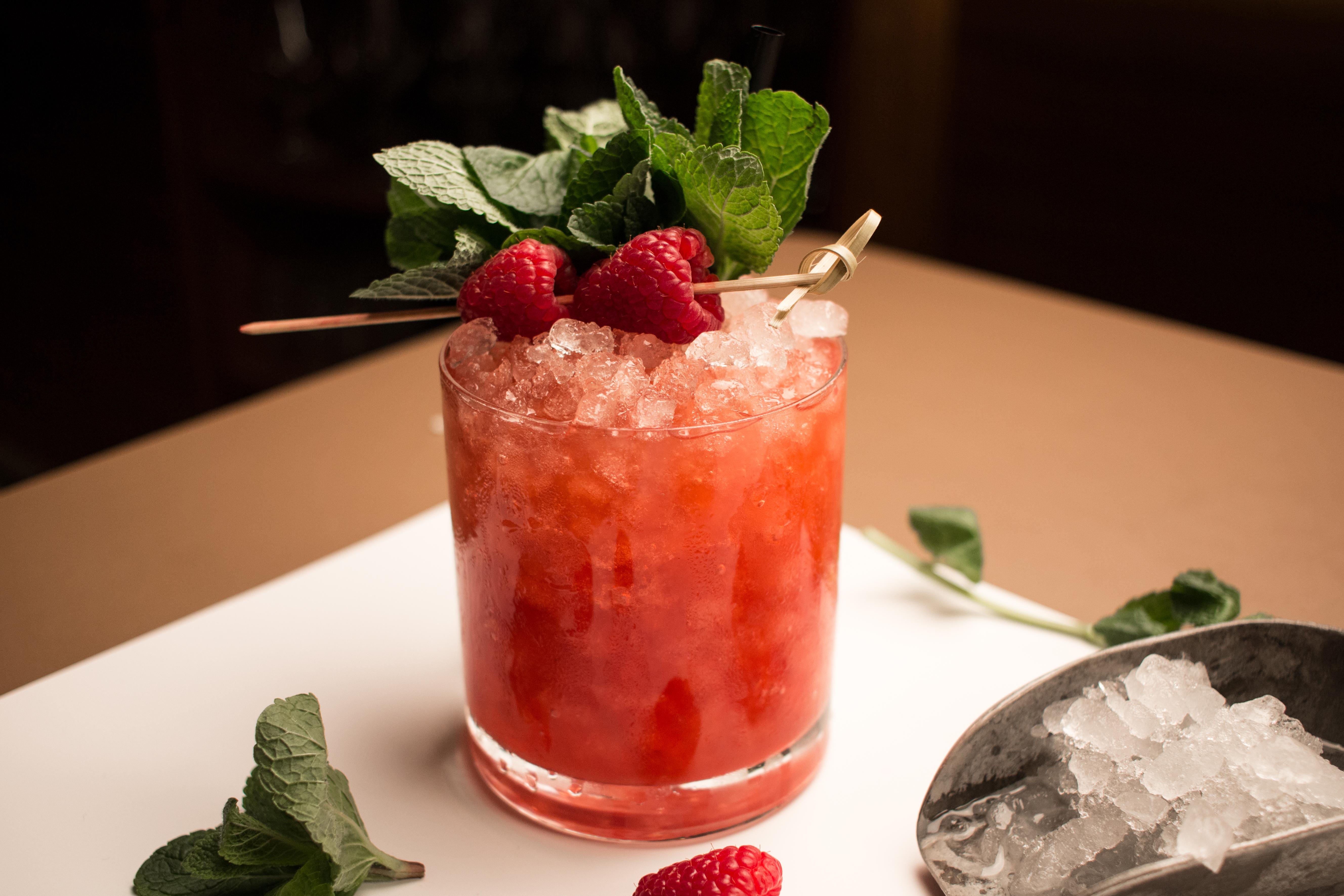 Cocktail Rezept: Raspberry Rum Smash