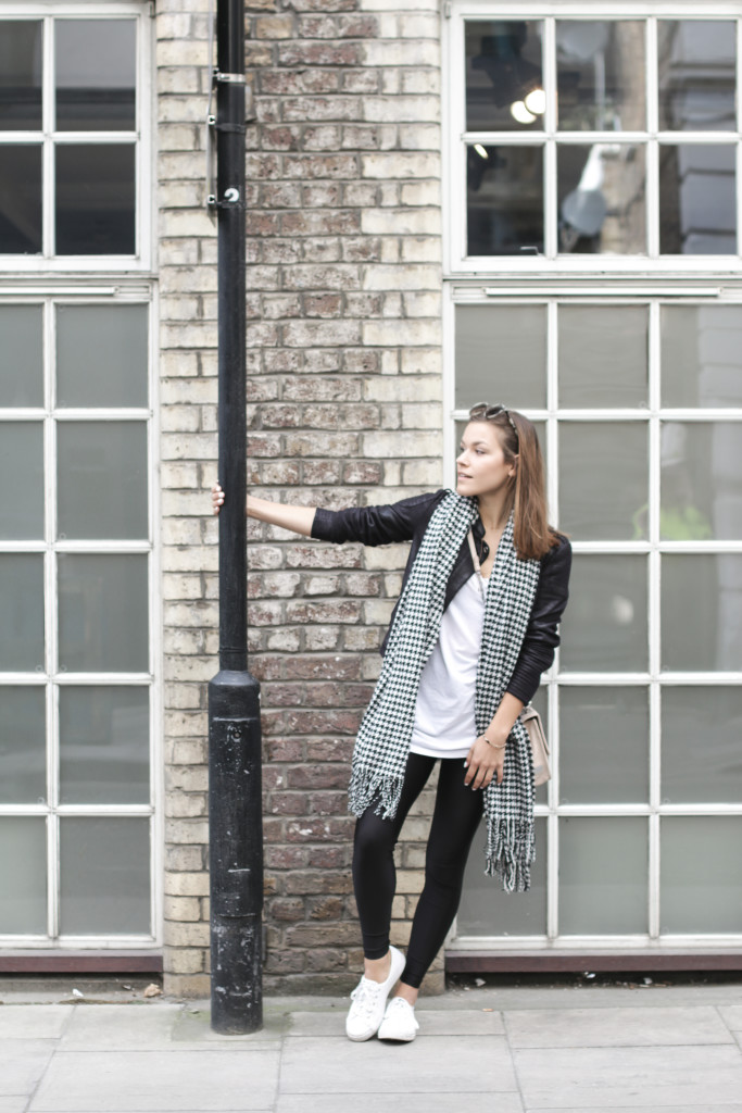 Annalaurakummer, Outfit, London, Look, vegan, lederjacke