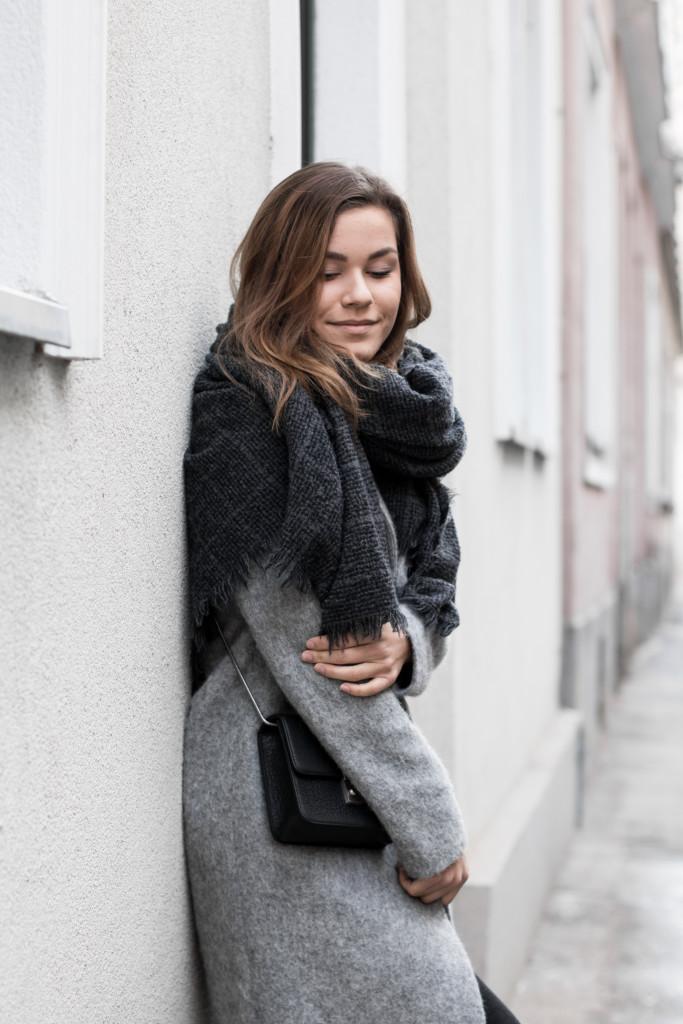 annalaurakummer-outfit-blaumax-mantel-winter-5