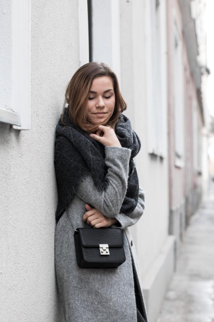 annalaurakummer-outfit-blaumax-mantel-winter-6