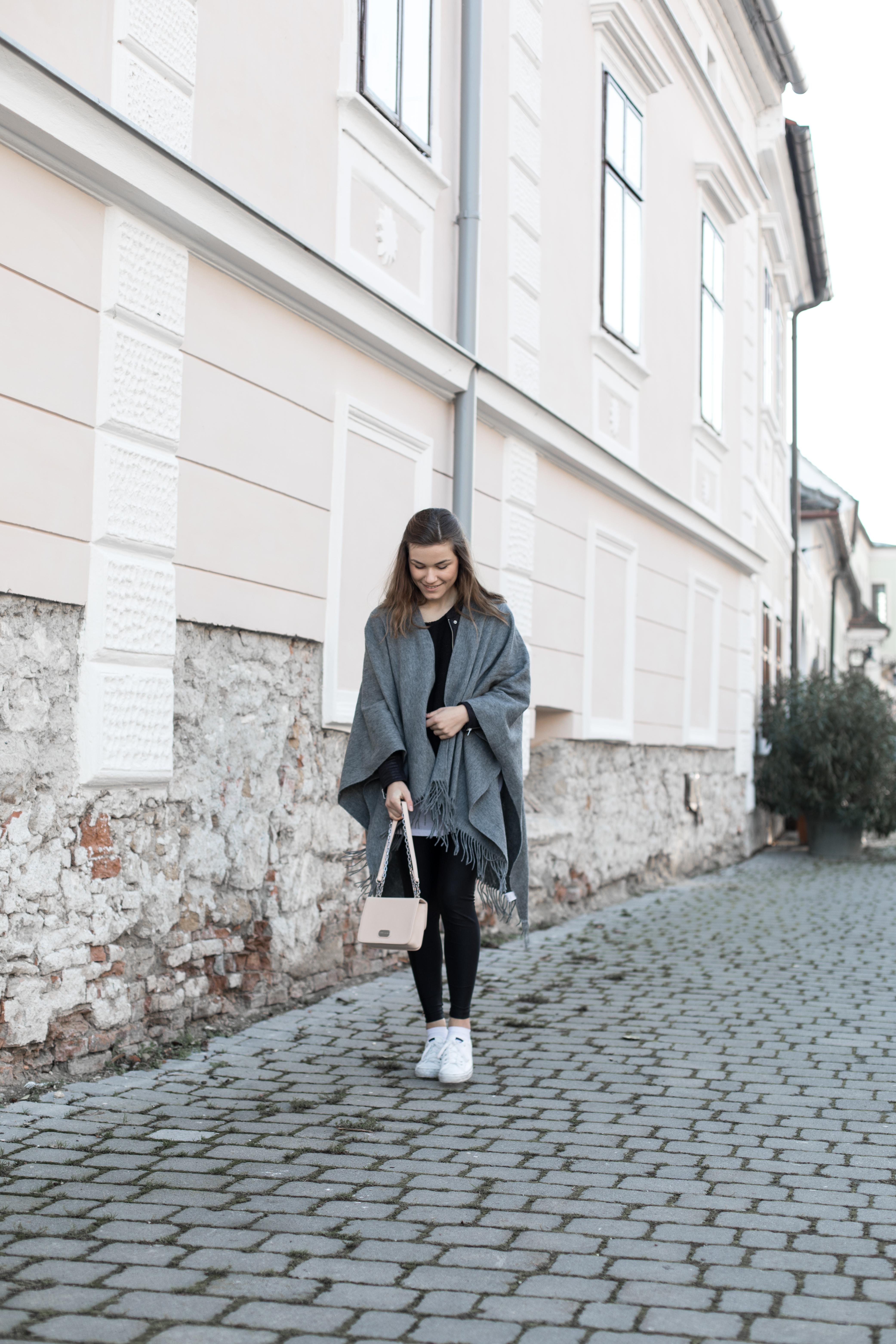 annalaurakummer-outfit-poncho-11
