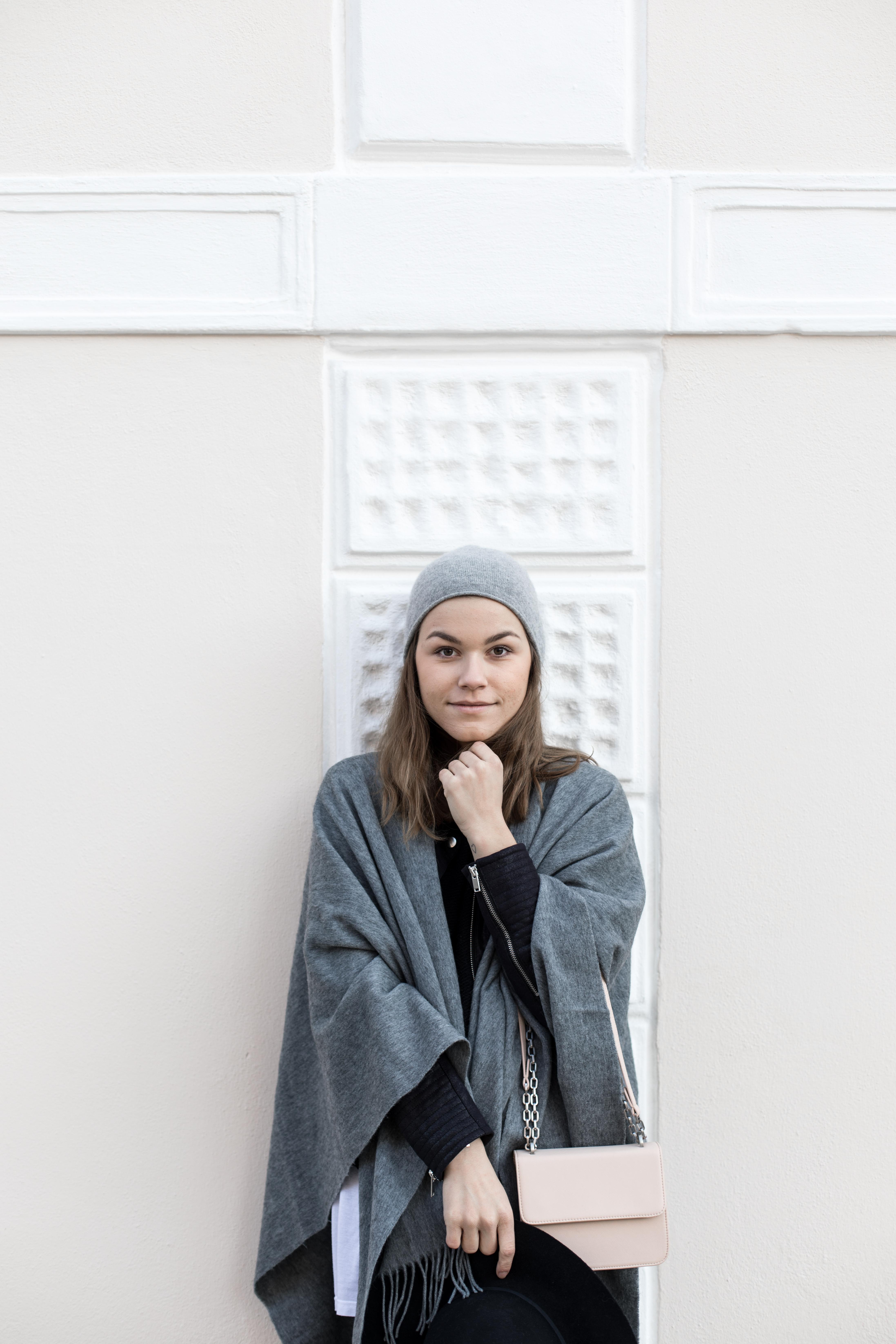 annalaurakummer-outfit-poncho-12
