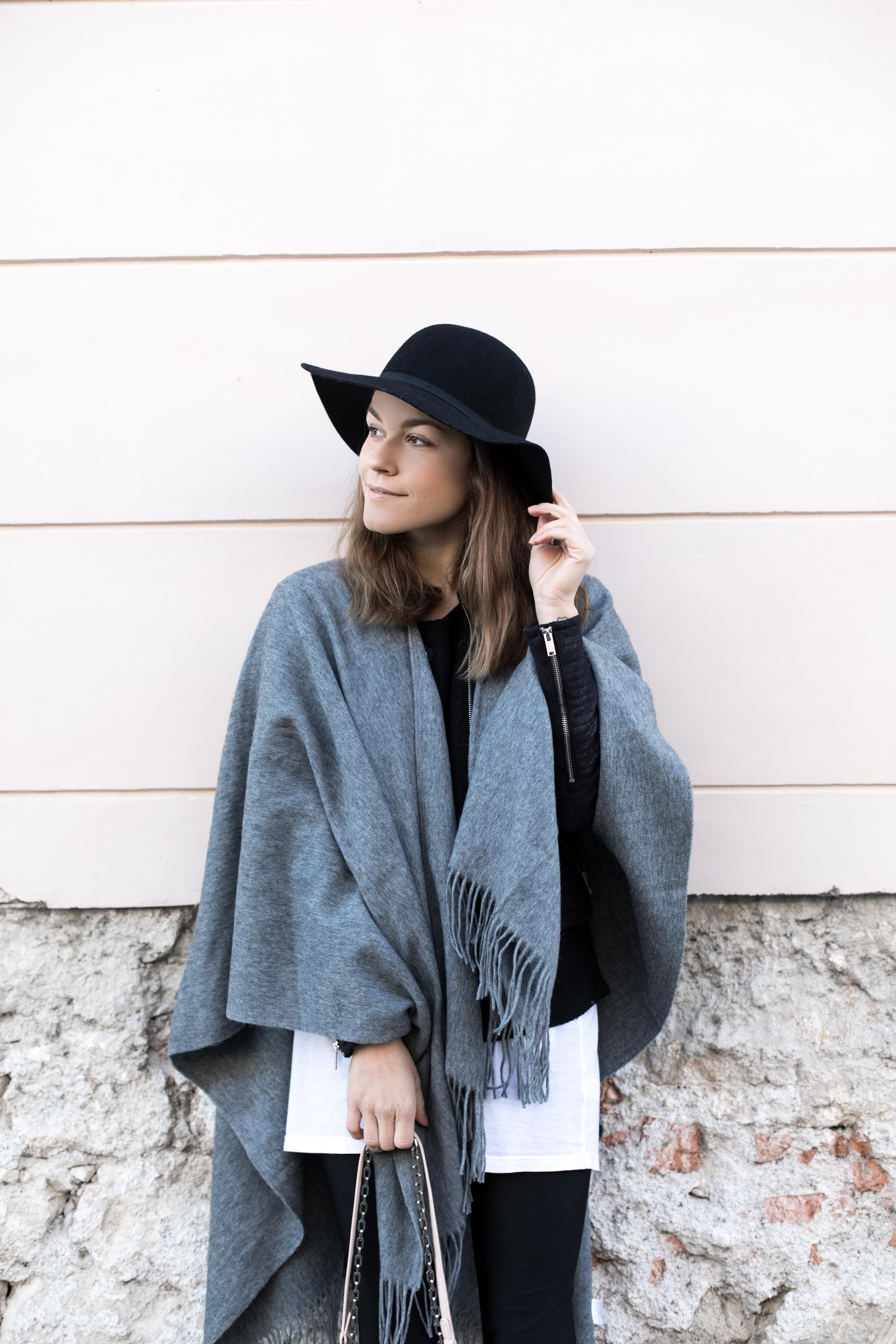 annalaurakummer-outfit-poncho-9