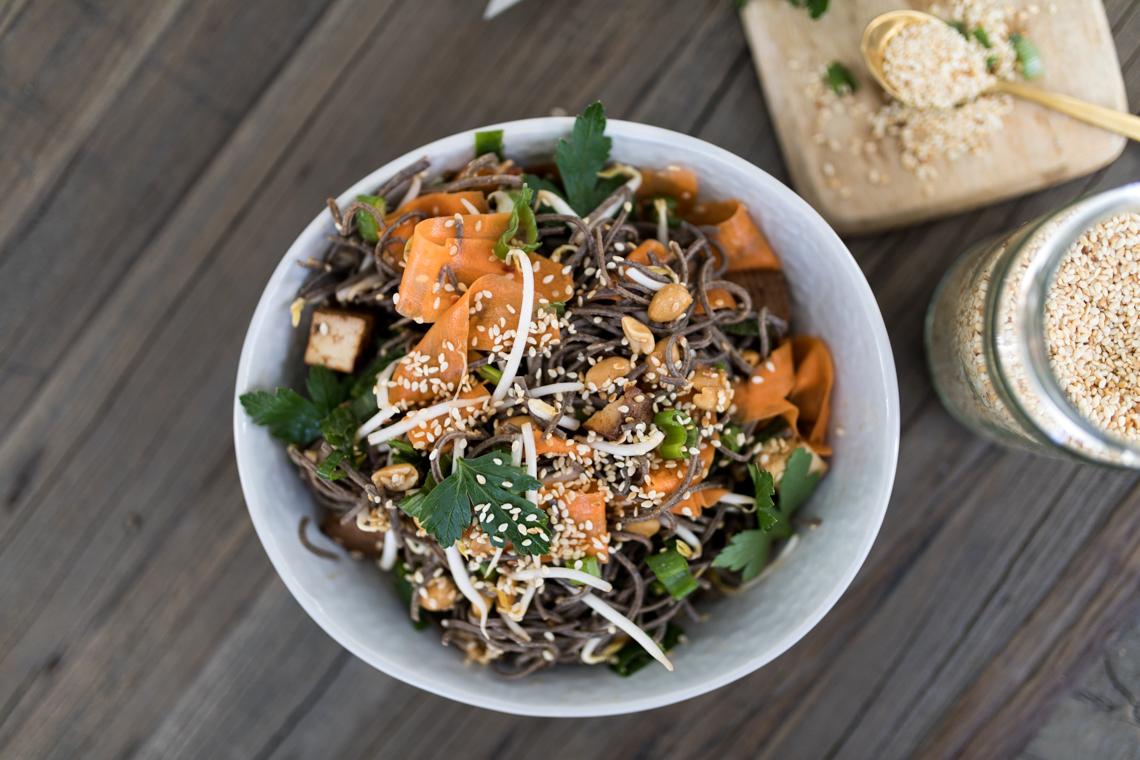 annalaurakummer-veganer-asiatischer-salat-tofu-rezept-4