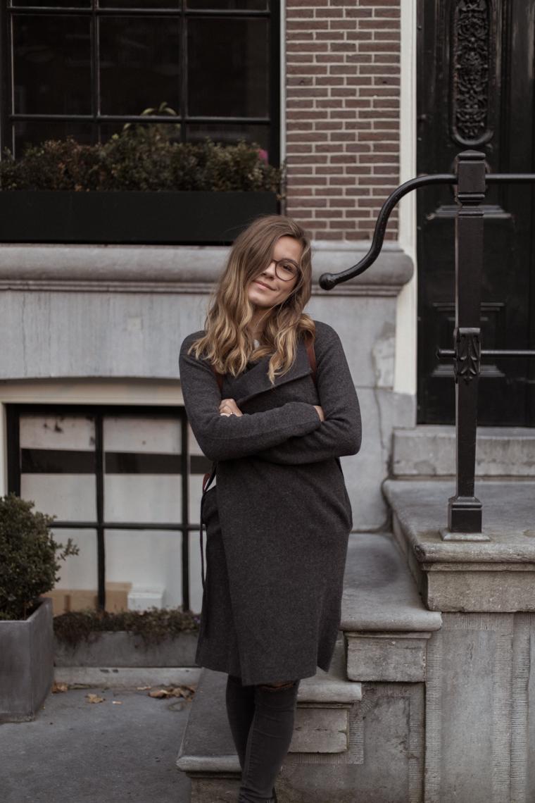 annalaurakummer, outfit, amsterdam, armedangels, fair fashion, mantel, grau, boots