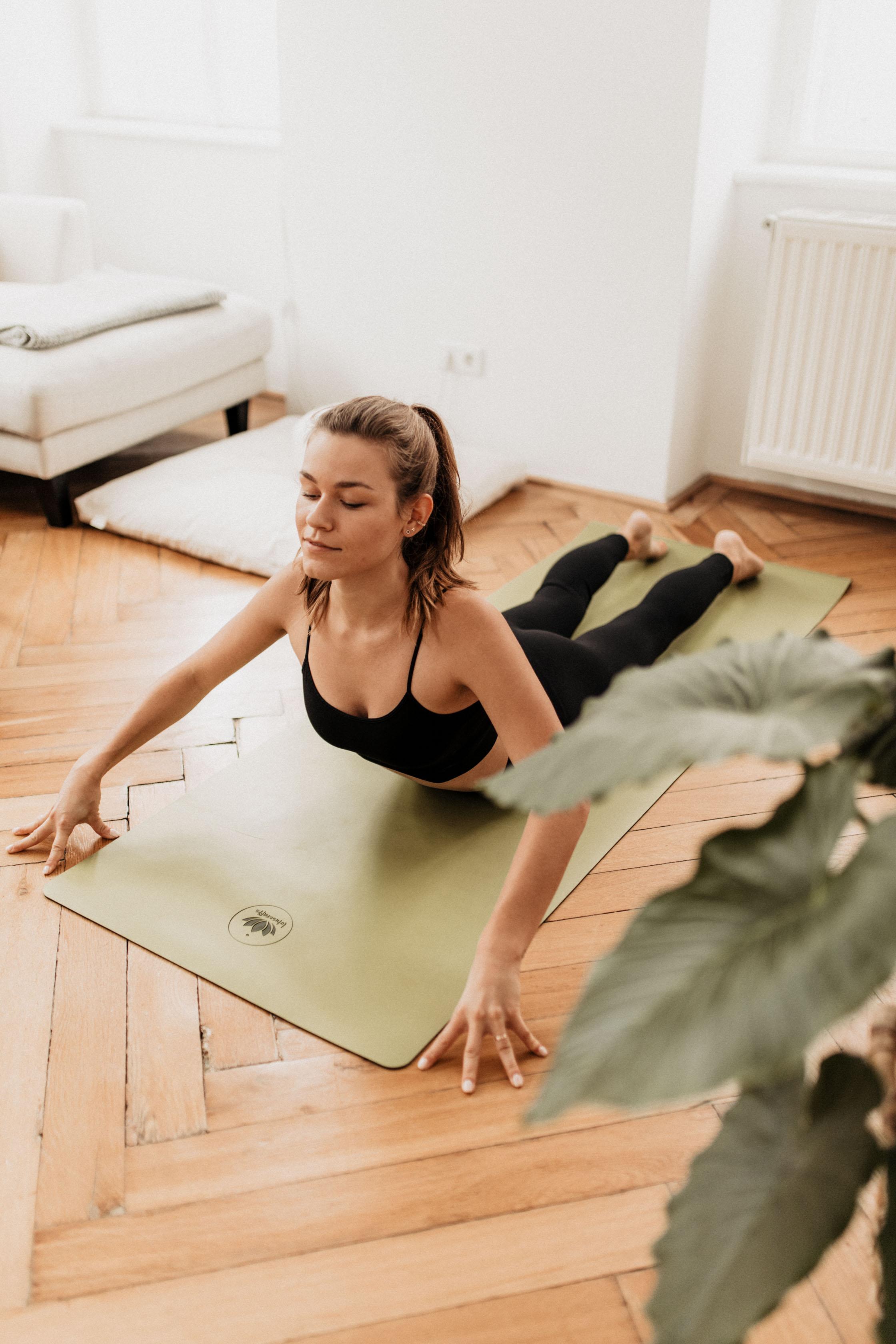 annalaurakummer, abendroutine, weleda, yoga, hautpflege